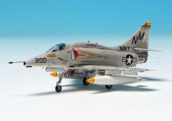 A-4_102.jpg 【プラッツ第2弾】 1/144 A-4スカイホーク レディ・ジェシー .